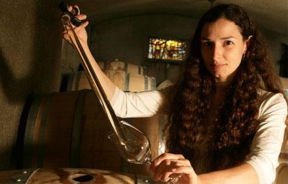 Audrey Braccini dans ses chais Domaine Ferret pour Lindaboie.jpg
