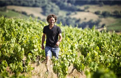 Cédric Chignard plein d'allant dans ses belles vignes pour Lindaboie.jpg