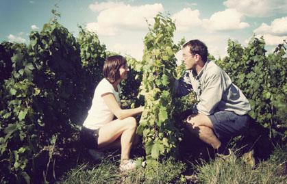 Champagne Larmandier-Bernier Sophi et Pierre dans les vignes pour Lindaboie.jpg